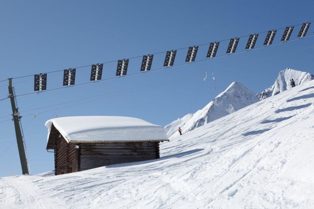 Der weltweit erste Solarskilift in Tenna im Safiental